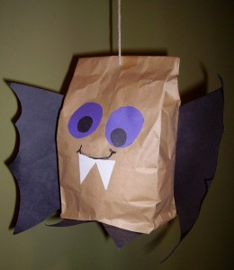 Easy-To-Make DIY Brown Paper Bag Owl Puppet | Kidsomania | 300x260